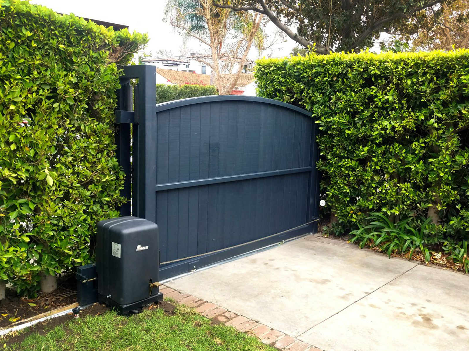 Arched Top Automatic Slide Entry Driveway Security Gates In Black