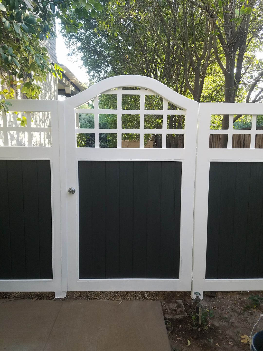 2 Tone Black And White Colonial Style Swing Gate And